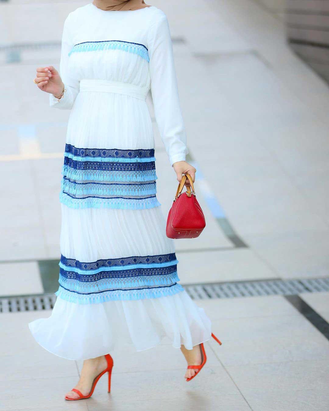 فستان ابيض منقوش صيفي