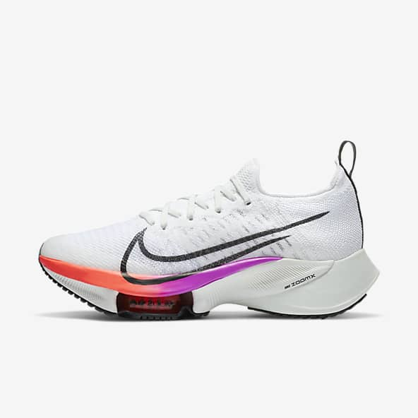 أحذية رياضية