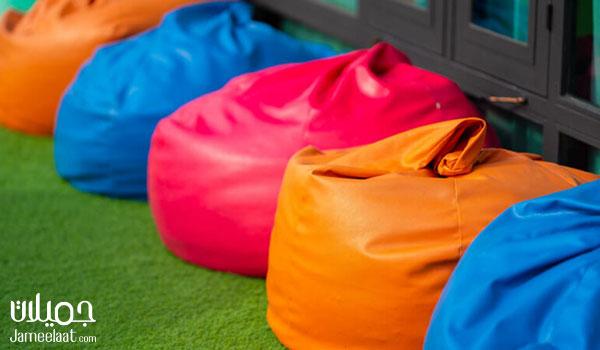 بين باج ملونة