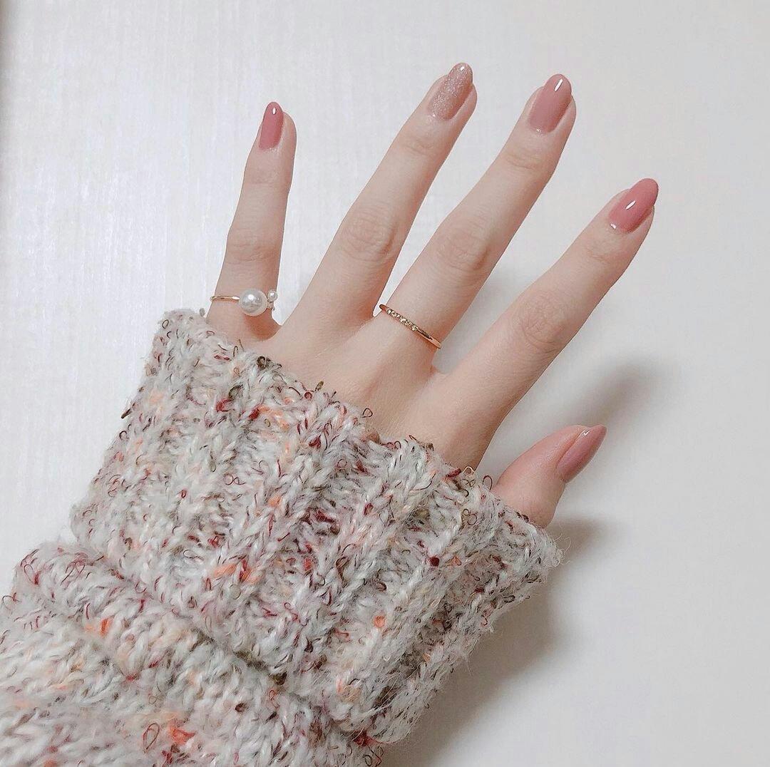 ألوان مناكير تفتح اليدين