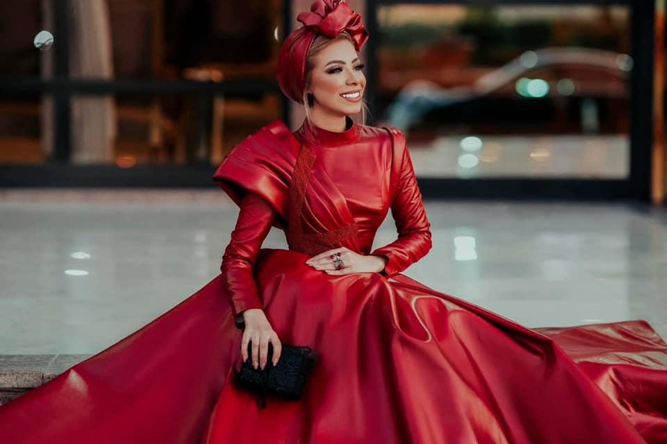 فستان أحمر منفوش للمحجبات
