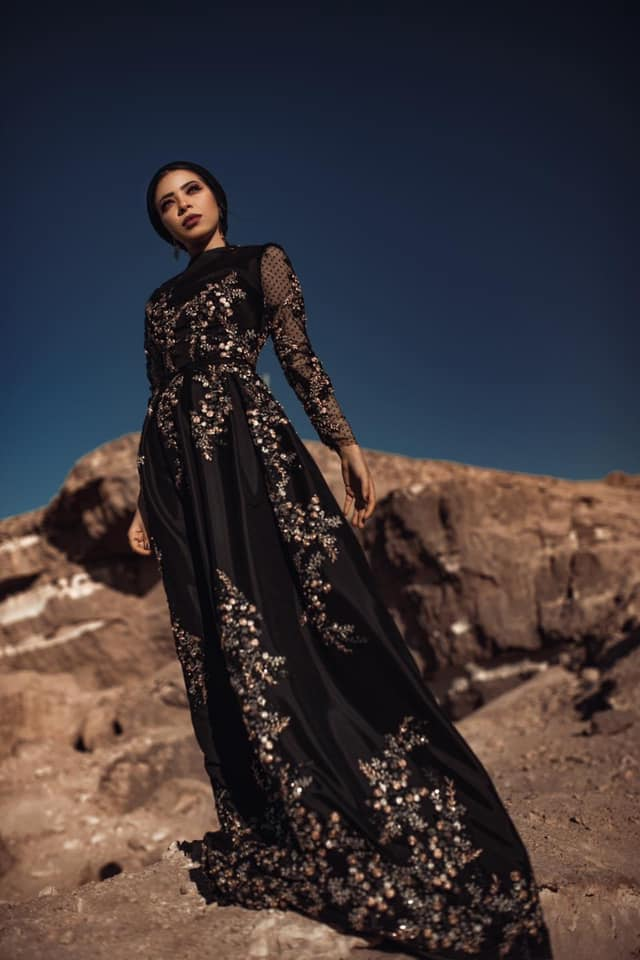 فستان أسود سوارية للمحجبات بسيط