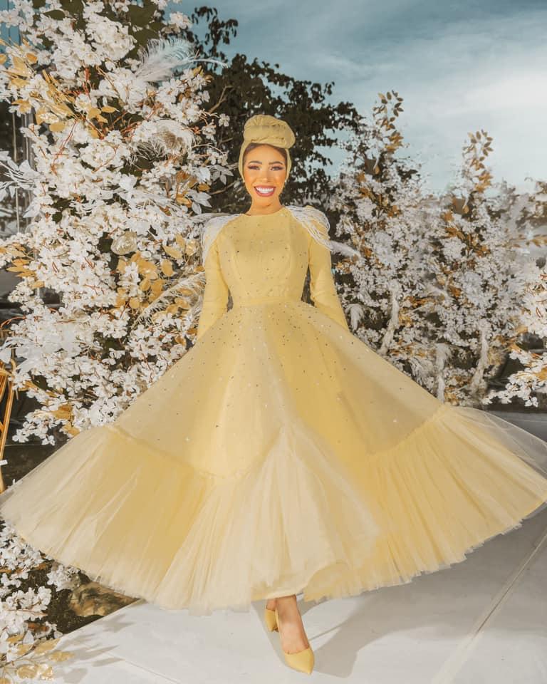 فستان سوارية أصفر منفوش